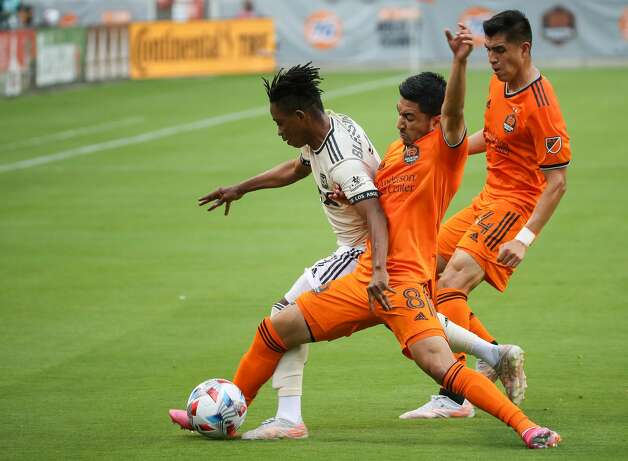 Houston Dynamo FC midfielder Memo Rodriguez (8) tries to maintain possession of the ball against Los Angeles FC midfielder Latif Blessing (7) during the first half of an MLS match at BBVA Stadium on Saturday, May 1, 2021, in Houston. Photo: Godofredo A Vásquez/Staff Photographer / © 2021 Houston Chronicle