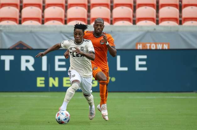 Los Angeles FC midfielder Latif Blessing (7) dribbles the ball upfield against the Houston Dynamo during the first half of an MLS match at BBVA Stadium on Saturday, May 1, 2021, in Houston. Photo: Godofredo A Vásquez/Staff Photographer / © 2021 Houston Chronicle