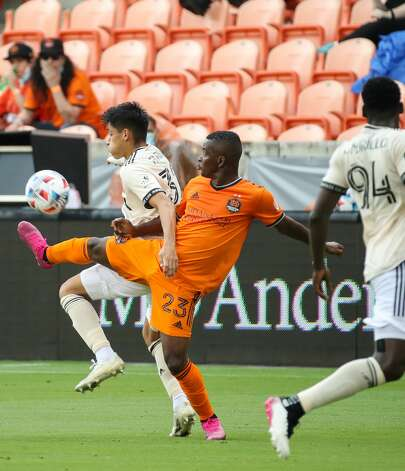 Los Angeles FC defender Marco Farfan (32) and Houston Dynamo FC forward Carlos Darwin Quintero (23) battle for possession of the ball during the second half of an MLS match at BBVA Stadium on Saturday, May 1, 2021, in Houston. The game ended 1-1. Photo: Godofredo A Vásquez/Staff Photographer / © 2021 Houston Chronicle