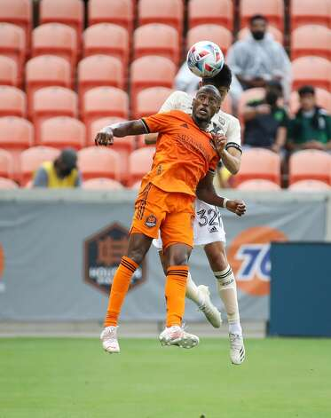 Houston Dynamo FC forward Fafa Picault (10) and Los Angeles FC defender Marco Farfan (32) try to header a high ball during the first half of an MLS match at BBVA Stadium on Saturday, May 1, 2021, in Houston. Photo: Godofredo A Vásquez/Staff Photographer / © 2021 Houston Chronicle