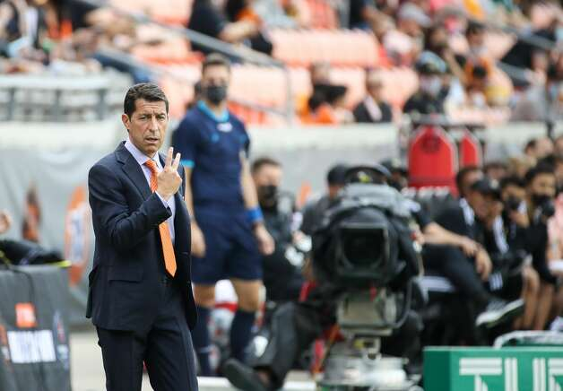 Houston Dynamo FC head coach Tab Ramos signals to his players during the first half of an MLS match against the Los Angeles FC at BBVA Stadium on Saturday, May 1, 2021, in Houston. Photo: Godofredo A Vásquez/Staff Photographer / © 2021 Houston Chronicle