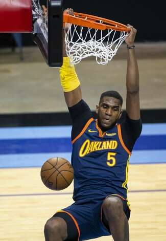 Golden State Warriors center Kevon Looney (5) dunks during the first quarter of an NBA game between the Houston Rockets and Golden State Warriors on Saturday, May 1, 2021, at Toyota Center in Houston. Photo: Mark Mulligan/Staff Photographer / © 2021 Mark Mulligan / Houston Chronicle