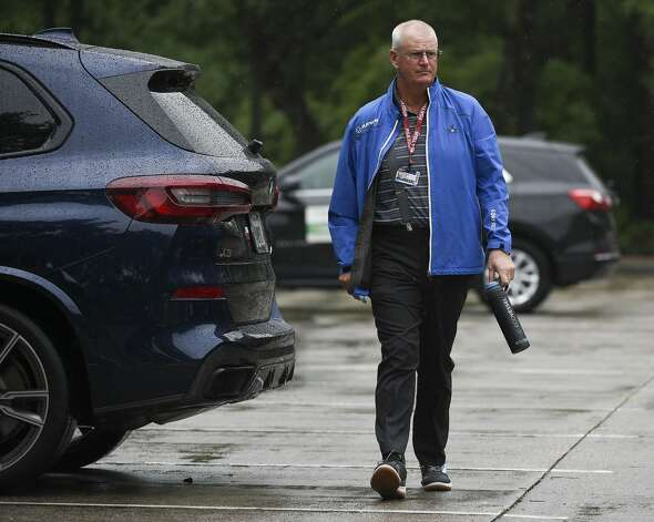 Champions Tour golfer Sandy Lyle walks to the clubhouse during a weather delay before the first round of the Insperity Invitational golf tournament, Saturday, May 1, 2021, in The Woodlands, TX. Photo: Eric Christian Smith/Contributor