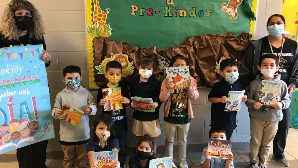 Veterans Memorial Elementary School provided all of its preschool, kingergarten and first-grade students with a free book for Dia de los Niños.