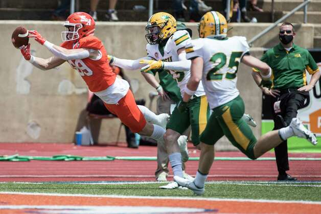 Sam Houston State wide receiver Cody Chrest (89) can't come down with a reception defended by North Dakota State cornerback Jayden Price (23) during the first quarter of a quarterfinal game in the NCAA FCS football playoffs on Sunday, May 2, 2021, in Huntsville. Sam Houston advanced to the semifinals with a 24-20 win. Photo: Brett Coomer, Staff Photographer / © 2021 Houston Chronicle