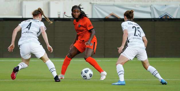 HOUSTON, TX - MAY 2: Houston Dash forward Nichelle Prince (8) looks for room to move the ball against Portland Thorns FC defender Becky Sauerbrunn (4) and defender Meghan Klingenberg (25) in the first half during a women's soccer game at BBVA Stadium May 2, 2021 in Houston, Texas. (Photo by Bob Levey/Contributor) Photo: Bob Levey, Houston Chronicle / 2021 Bob Levey