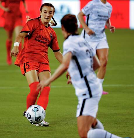 HOUSTON, TX - MAY 2: Houston Dash midfielder Gabby Seiler (5) makes a pass during the second half aPortland Thorns FC during a women's soccer game at BBVA Stadium May 2, 2021 in Houston, Texas. The Dash played Portland Thorns FC to a 1-1 draw. Photo: Bob Levey, Houston Chronicle / 2021 Bob Levey