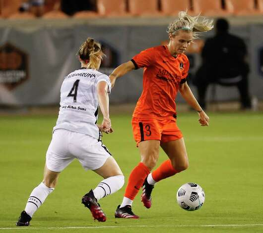 HOUSTON, TX - MAY 2: Houston Dash forward Rachel Daly (3) brings the ball up the field as she is defended by Portland Thorns FC defender Becky Sauerbrunn (4)during a women's soccer game at BBVA Stadium May 2, 2021 in Houston, Texas. The Dash played Portland Thorns FC to a 1-1 draw. Photo: Bob Levey, Houston Chronicle / 2021 Bob Levey