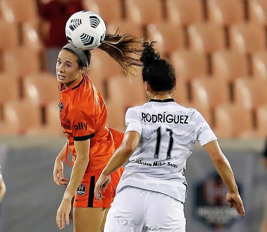 HOUSTON, TX - MAY 2: Houston Dash midfielder Shea Groom (6) heads the ball away from Portland Thorns FC midfielder Raquel Rodríguez (11) in the second half during a women's soccer game at BBVA Stadium May 2, 2021 in Houston, Texas. The Dash played Portland Thorns FC to a 1-1 draw. Photo: Bob Levey, Houston Chronicle / 2021 Bob Levey