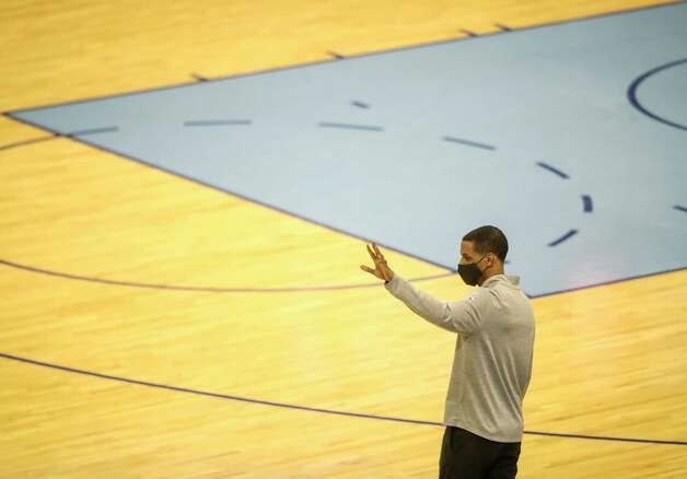 Houston Rockets head coach Stephen Silas waves to the New York Knicks at the end of the fourth quarter of an NBA game Sunday, May 2, 2021, at the Toyota Center in Houston. Photo: Jon Shapley, Staff Photographer / © 2021 Houston Chronicle