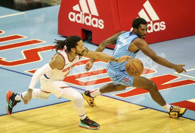 New York Knicks guard Derrick Rose (4) and Houston Rockets guard Armoni Brooks (7) go after a loose ball during the fourth quarter of an NBA game Sunday, May 2, 2021, at the Toyota Center in Houston. Photo: Jon Shapley, Staff Photographer / © 2021 Houston Chronicle