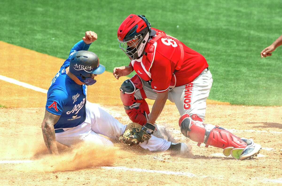 Arturo Rodriguez and the Tecolotes blanked the Acereros on Sunday.