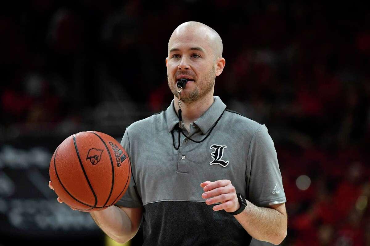Former Louisville assistant men's basketball coach Luke Murray has been hire by UConn.