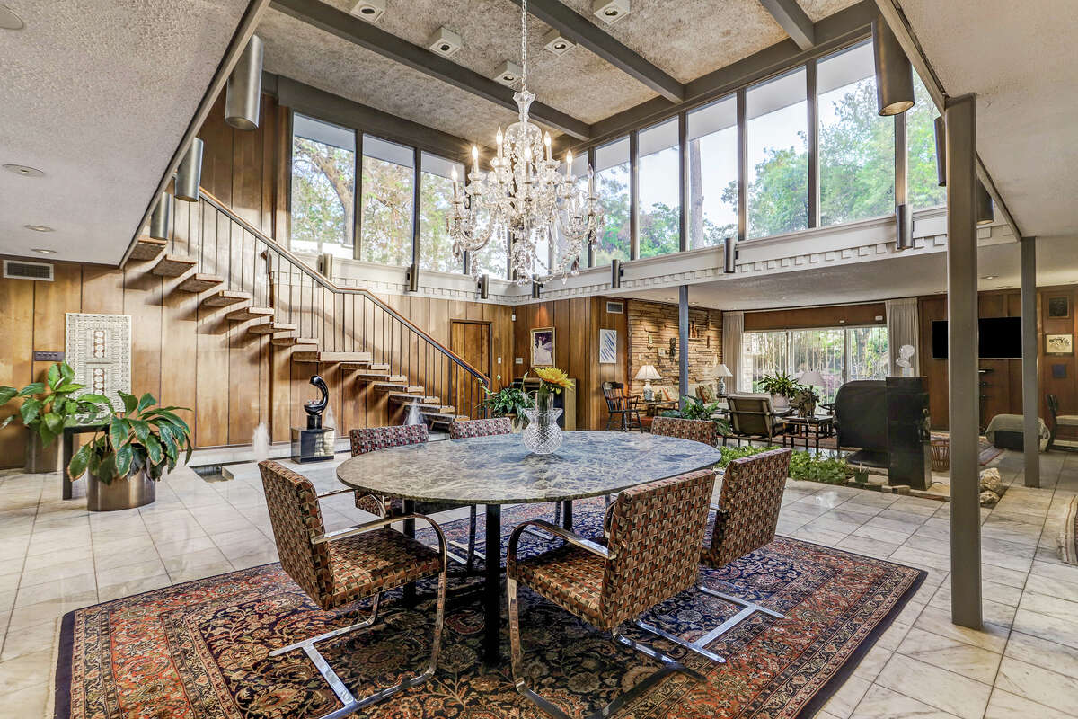 Designed in 1959, the home's current floor plan is functional yet still maintains its original sophistication, per HAR.