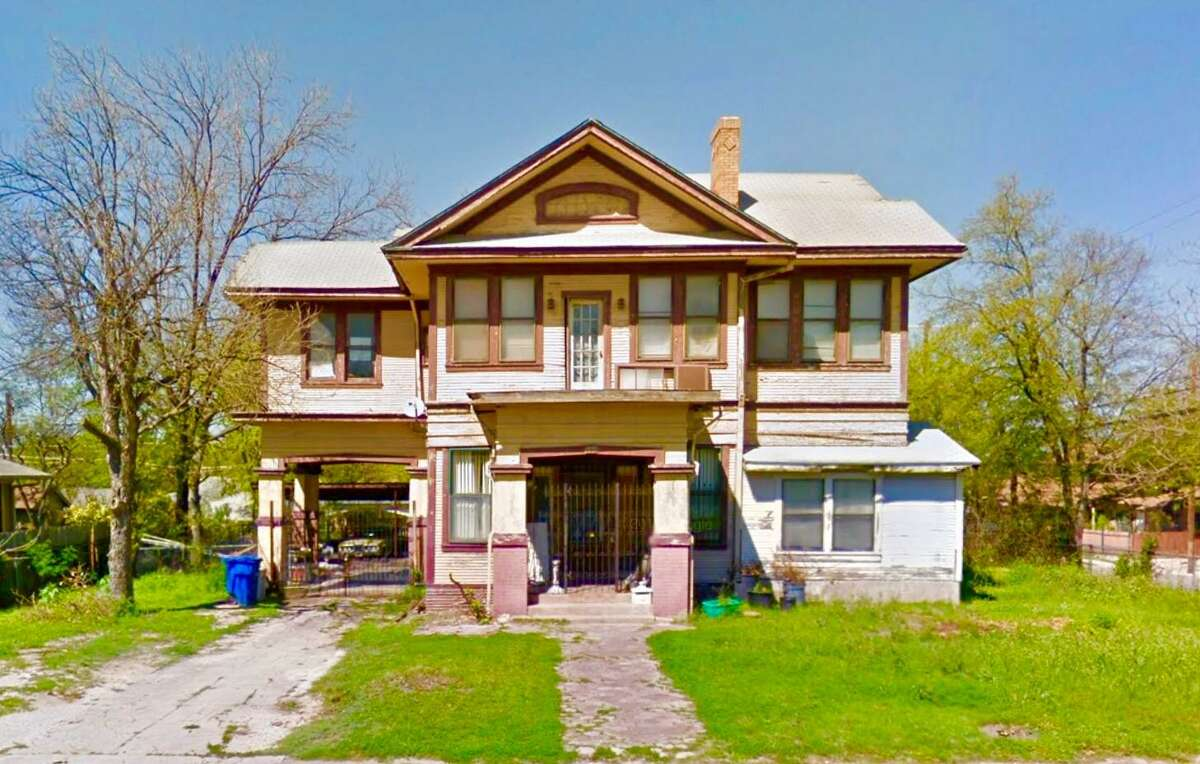 The house before Pablo Gonzalez and Alyssa Cedillo purchased it.