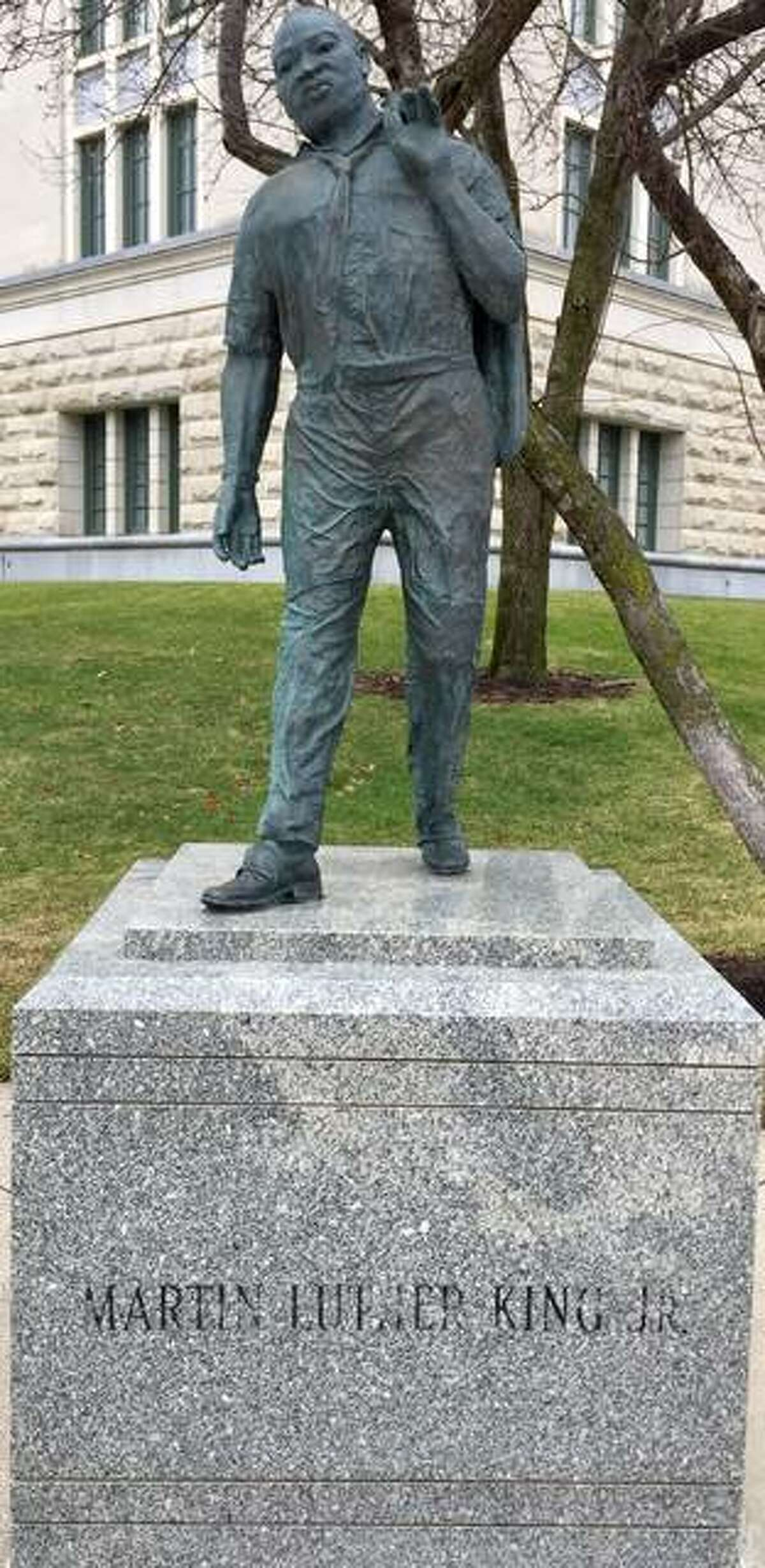 Illinois Secretary of State Jesse White wants a new statue in Springfield commemorating Martin Luther King Jr., and he's willing to pledge $5,000 to get it done. The current statue is at the corner of 2nd Street and Capitol Avenue across from the Capitol building.