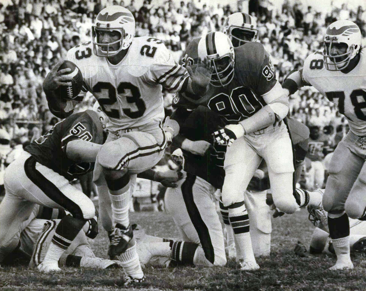 SAN ANTONIO WINGS IN SA The San Antonio Wings arrived and died in San Antonio in 1975. The Wings were brought to town by banker Norman Bevan and some some success before the World Football League folded in October of that same year. Here is Billy Sadler with a first quarter touchdown for the San Antonio Wings.
