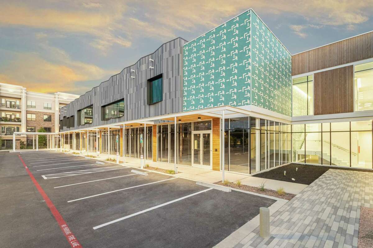 Triple Crown Investments has completed Southside Commons,a redevelopment of the Palace Bowling Lanes building at 4191 Bellaire Blvd. Arch-Con Corp. handled construction. The building contains 80,000 square feet with a mix of office and retail space.