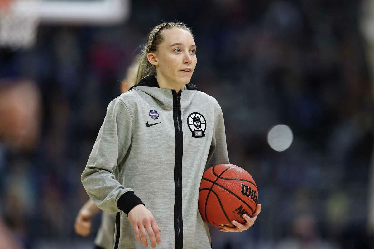 Experts say the prognosis is good for UConn's Paige Bueckers' recovery from ankle surgery.