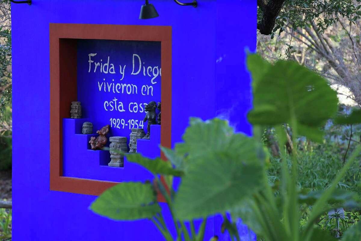 Una réplica del nicho se puede encontrar en el Parque Casa Azul, la casa de la artista Frida Kahlo en la Ciudad de México, en