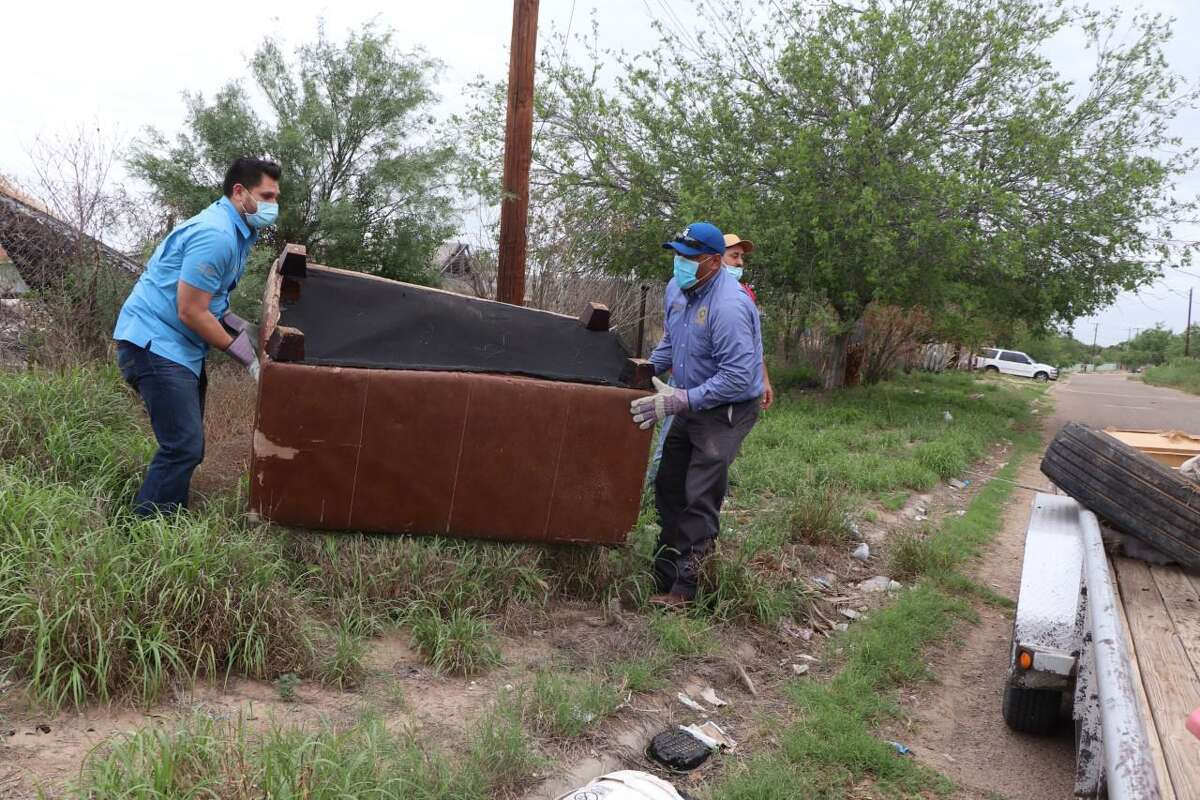 Precinct 1 Commissioner Jesse Gonzalez and Webb County crews picked up bulky items and trash during the El Cenizo's Annual Clean Up.