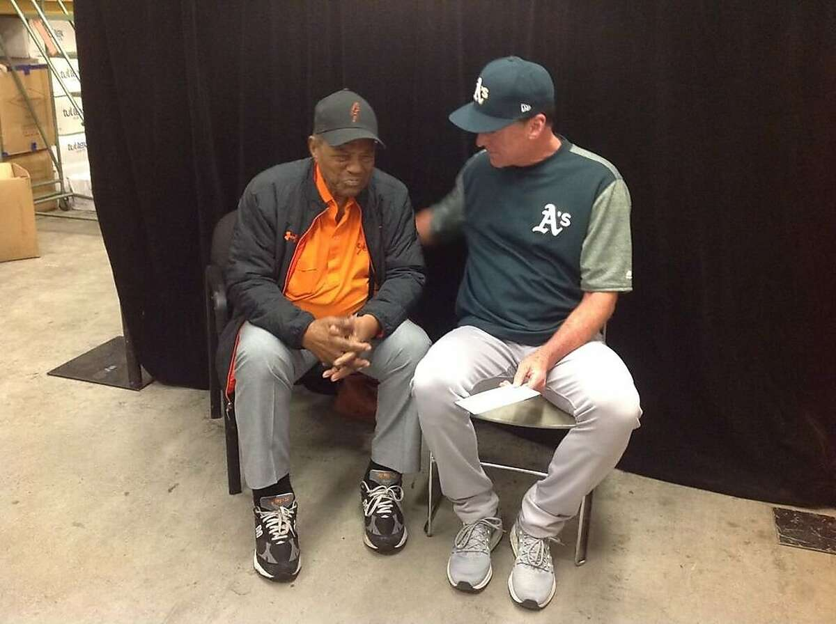 Giants legend Willie Mays and A's manager Bob Melvin got together shortly after Melvin's 1,000th managerial win.