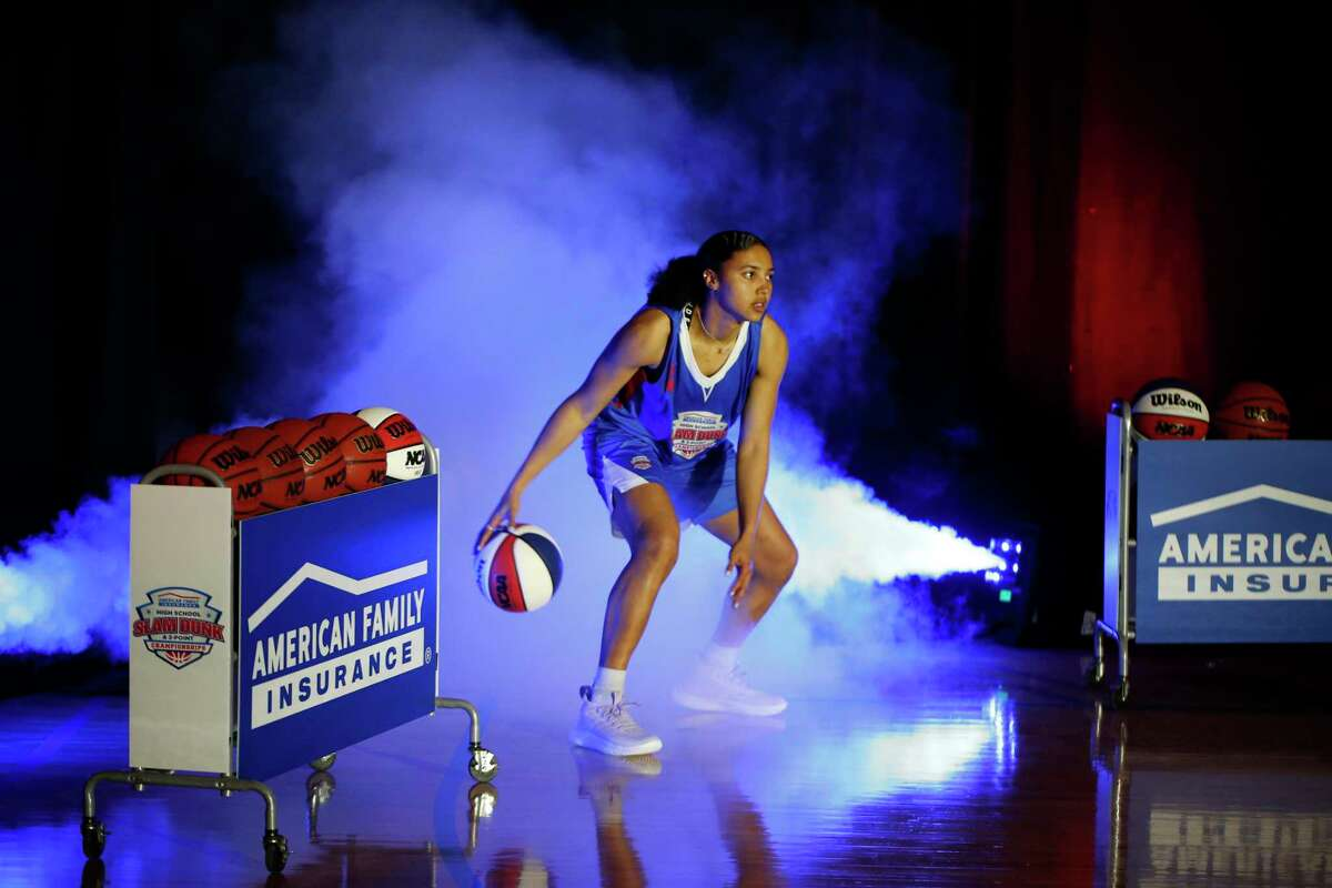 INDIANAPOLIS, IN - MARCH 30: Azzi Fudd who is ranked the number one girls high school basketball player in the United States is introduced in player introductions on March 30, 2021, during the American Family Insurance High School Slam Dunk & 3 Point Championships at Franklin Central High School in Indianapolis, IN. (Photo by Brian Spurlock/Icon Sportswire via Getty Images)
