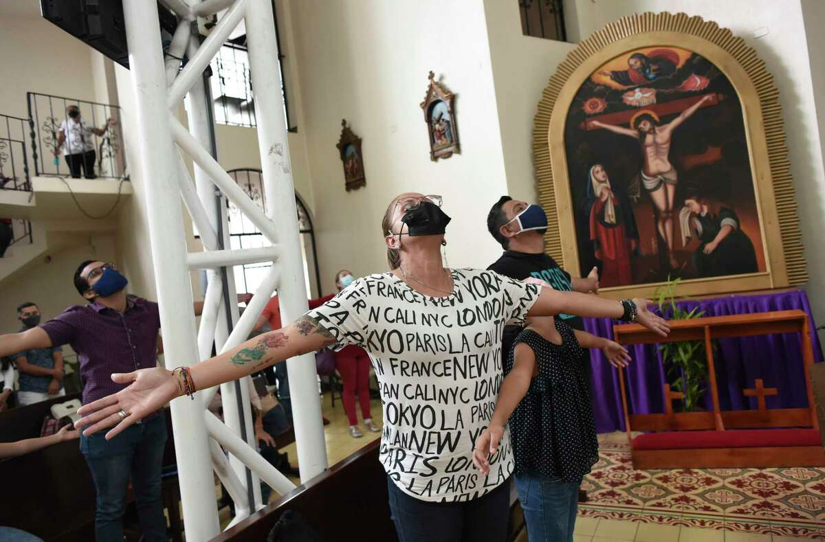 A Sunday Mass by Sergio Valverde Espinoza, a Catholic priest in Costa Rica, features his version of