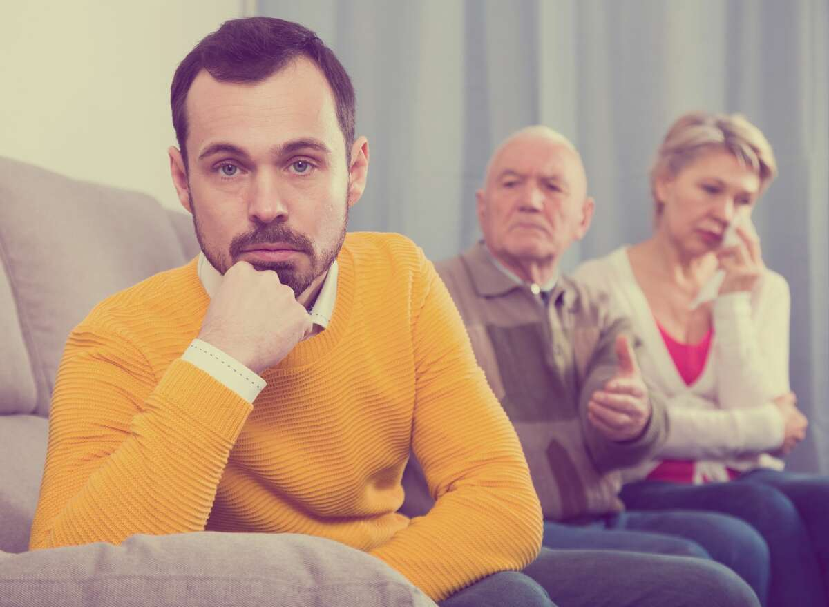 A know-it-all husband annoys his wife's family.