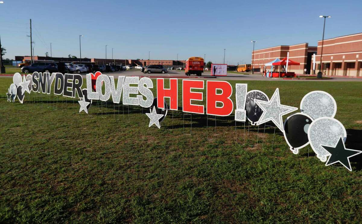 Employees and staff with H-E-B handed out gift bags and lunch to teachers at Snyder Elementary School, Thursday, May 6, 2021, in Spring. The stop was part of the organization's Texas Loves Teacher Tour to give educators gifts of appreciation at 50 schools across the state.