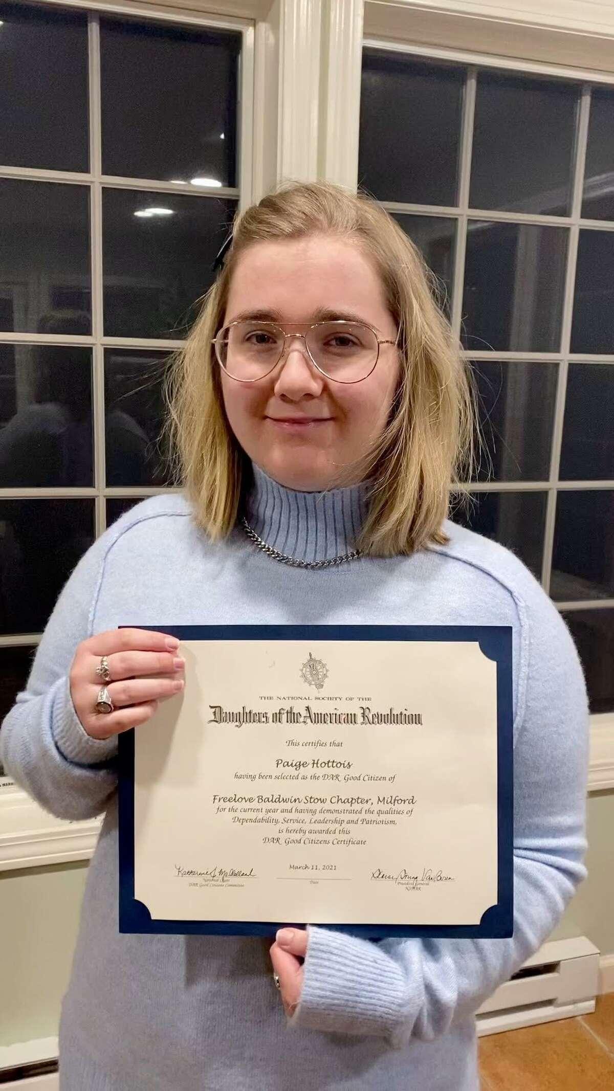 Paige Hottois, Lauralton Hall, a winner of the 2021 DAR Good Citizen Award.