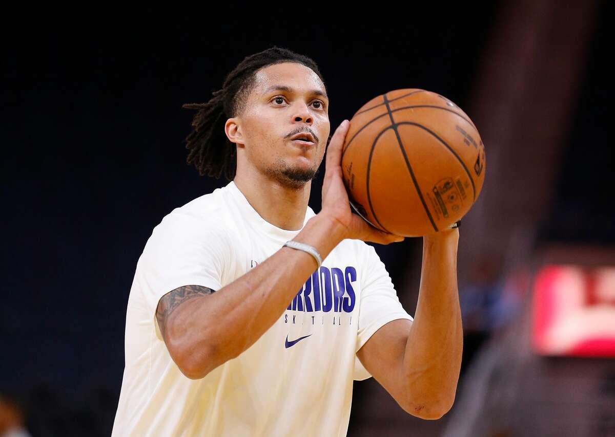 Damion Lee of the Golden State Warriors warms up before the game against the Indiana Pacers at Chase Center on January 24, 2020 in San Francisco, California.