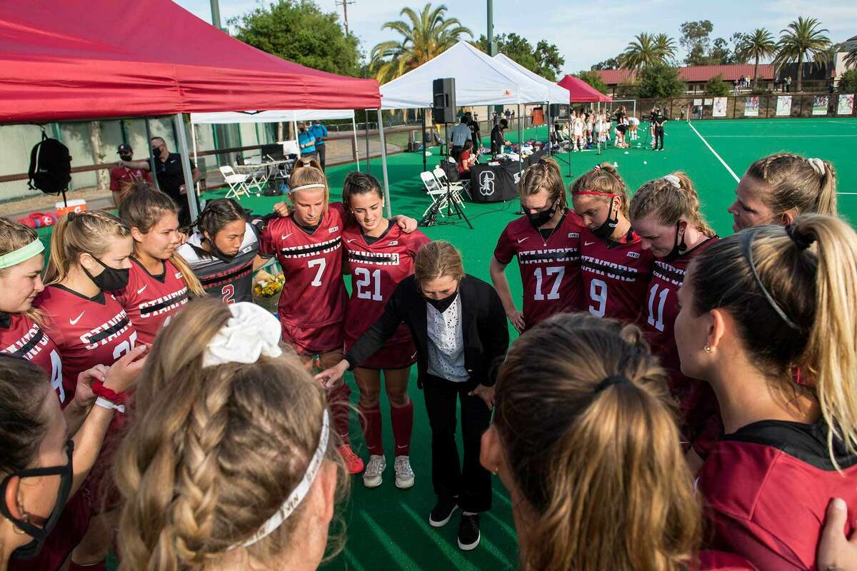 The Stanford women's field hockey team huddles before a game against Cal on April 11, 2021.