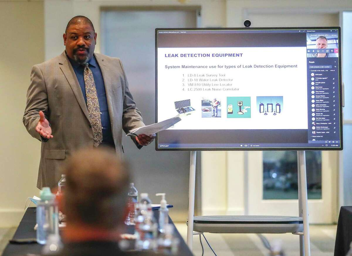 Antonio Vereen, a deputy assistant director at Houston Public Works, offers a presentation at the workshop on Monday.