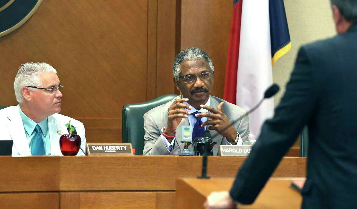 Representative Harold Dutton, D-Houston, questions a witness during Public Education Committee hearings on August 1, 2017. Listening in is Representative Dan Huberty, R-Houston.