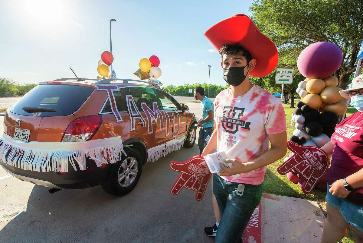 TAMIU Senior and Orientation Leader Morgan Torres welcomes new and prospective students to TAMIU on Thursday, May 6 during the Future Dustdevil Car Parade.