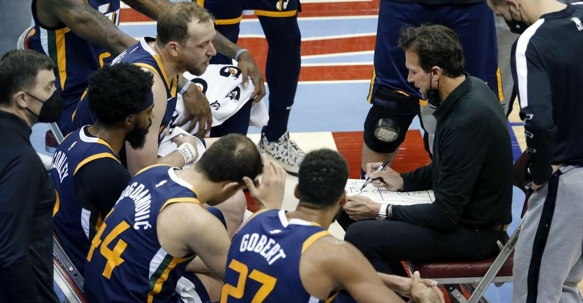 Utah Jazz head coach Quin Snyder, right, talks with his players during a time out in the second half of an NBA basketball game against the Houston Rockets Wednesday, April 21, 2021, in Houston. (AP Photo/Michael Wyke, Pool)