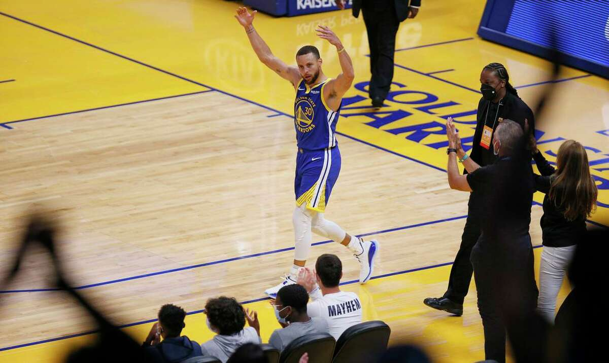 Golden State Warriors guard Stephen Curry (30) pumps up the crowd after making a reverse layup against the Oklahoma City Thunder in the final seconds of the first quarter in an NBA game at Chase Center, Saturday, May 8, 2021, in San Francisco, Calif.