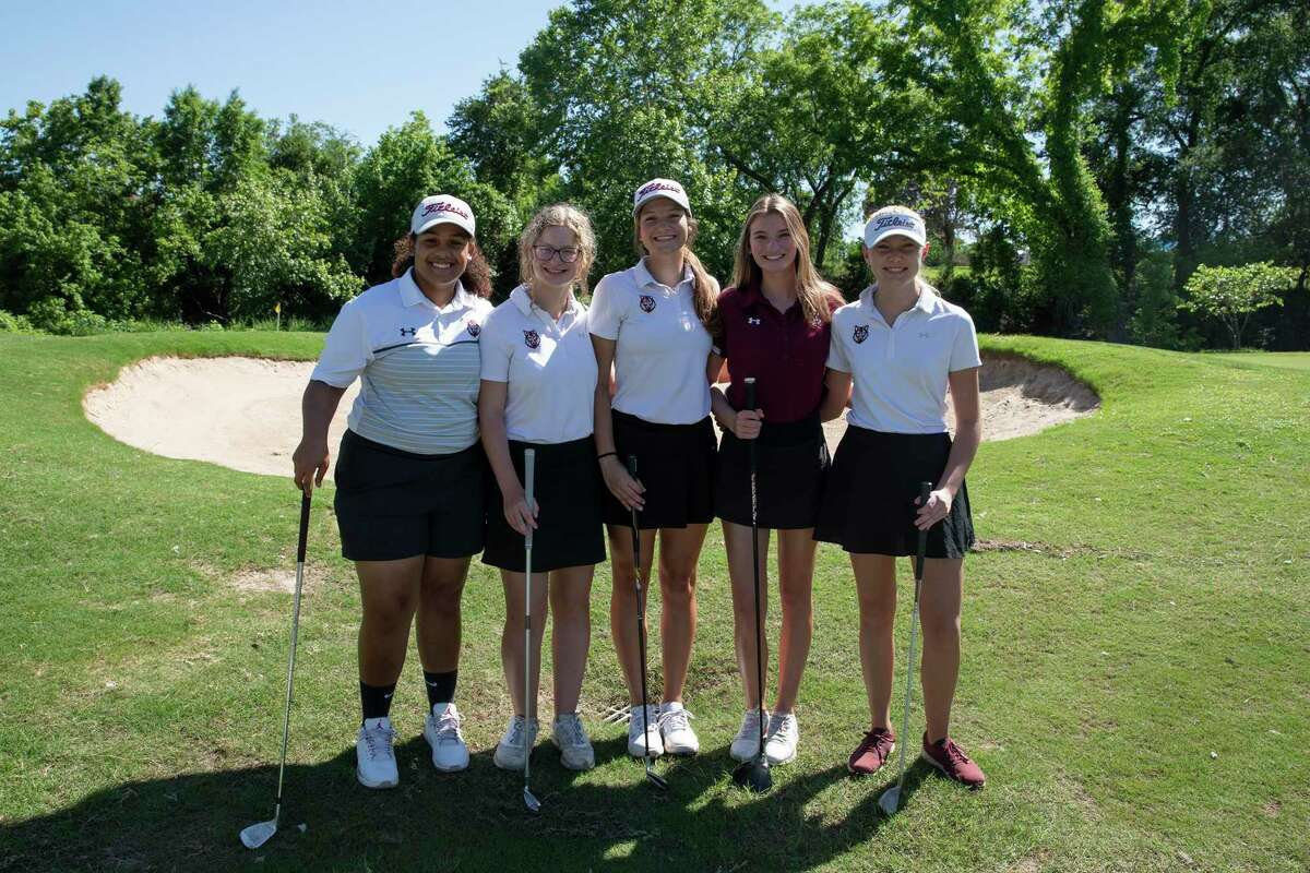 Madeline Pate, Belle Asbury, Amber Bassett McKenna Martin and Amy Schoenenberger make up the first Davenport golf team. The team has qualified for the state finals this year.