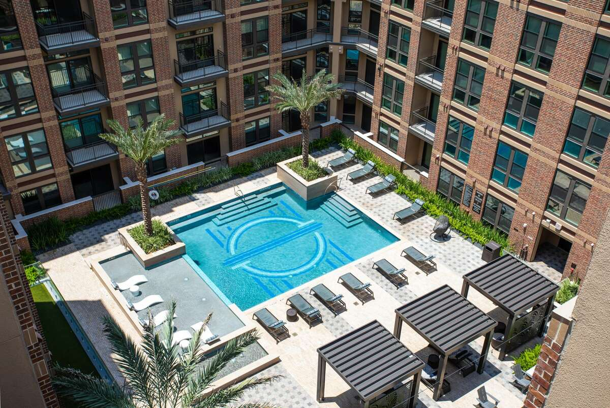 Alliance Residential has hired Berkadia to market an apartment porftolio in the Heights. Heights Waterworks, at 515 W. 20th St., was completed in 2019.