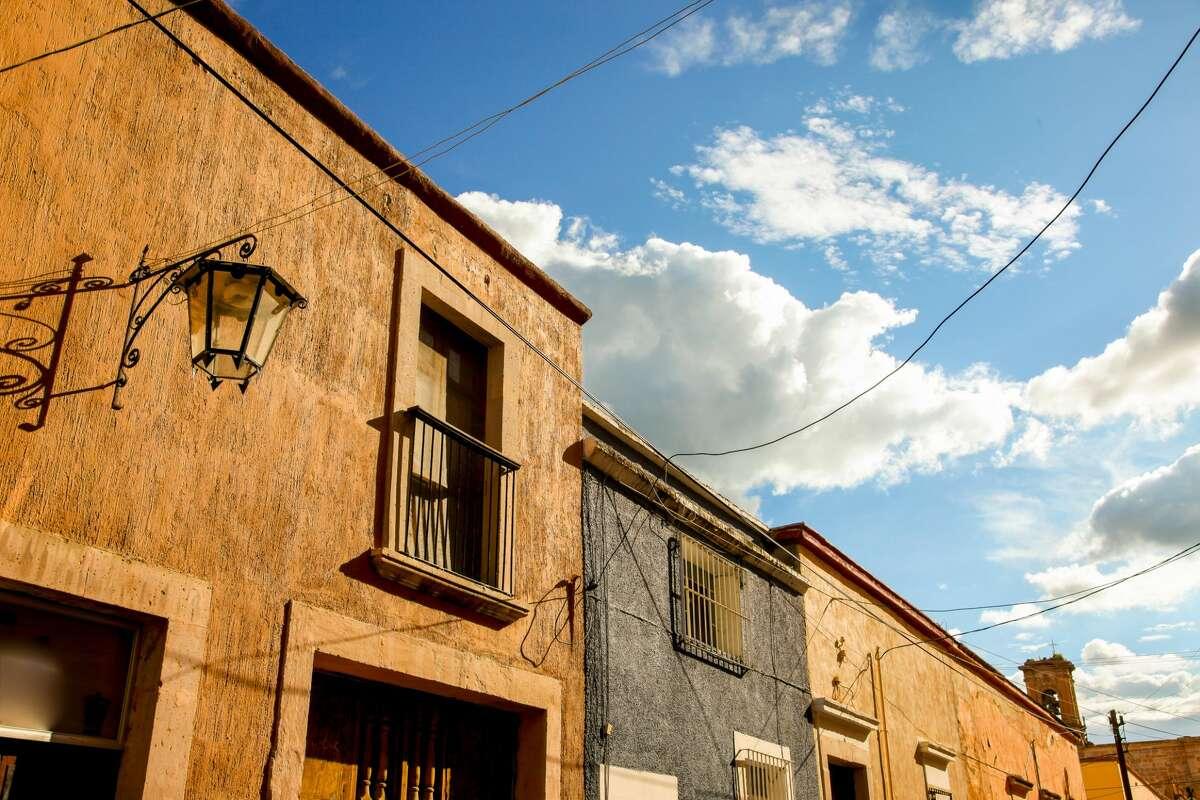 A view of a street in the historic center of Lagos de Moreno.