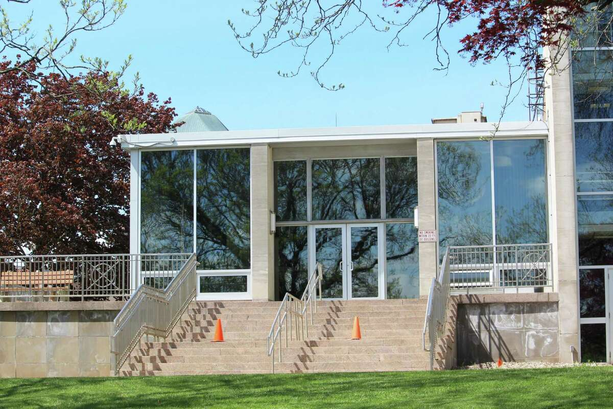 Middletown Common Councilors approved an appropriation of $6,500 to repair the marble stairs and stone wall at City Hall, 245 deKoven Drive.