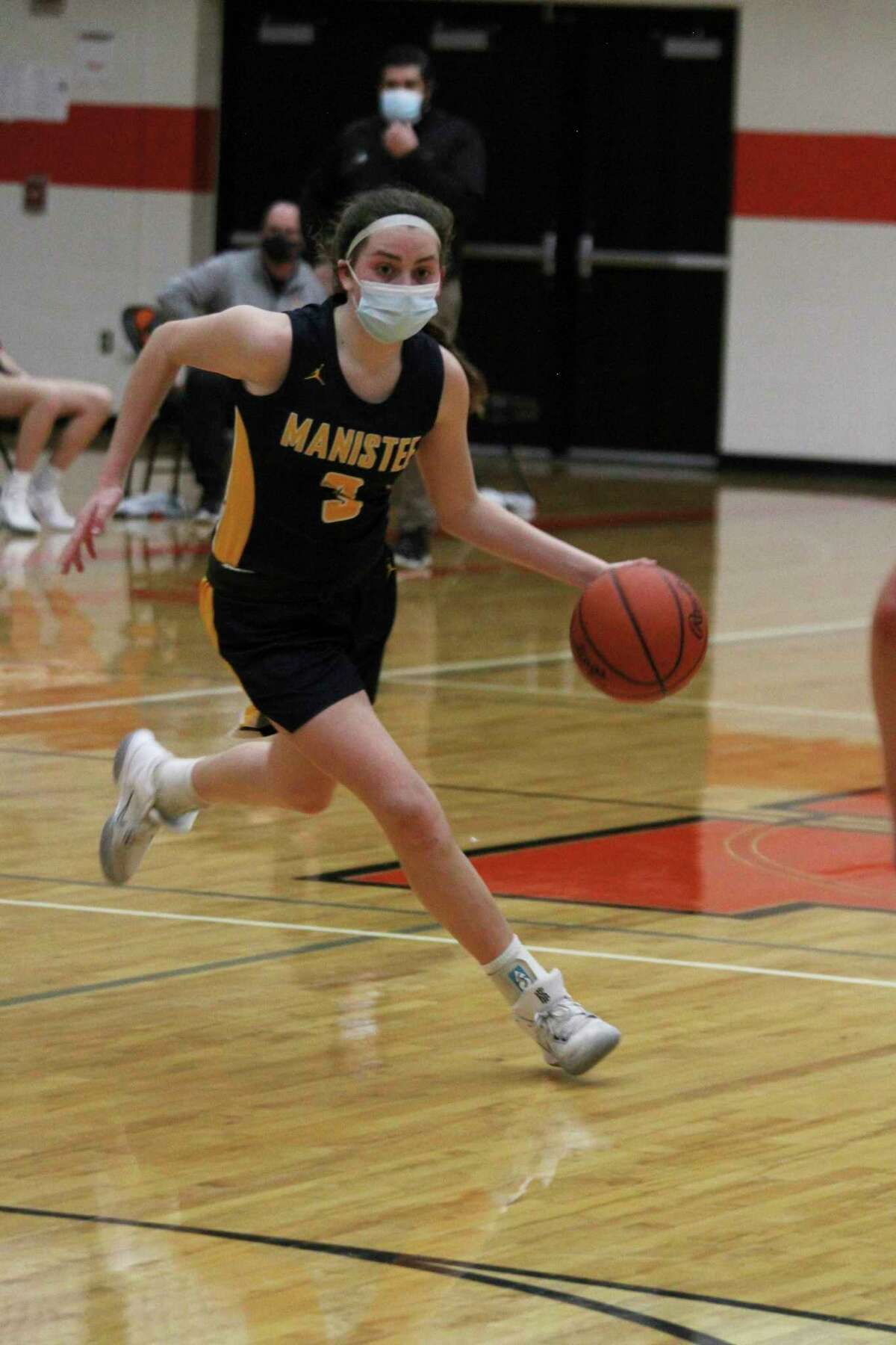 Manistee freshman Libby McCarthy was named an All-State honorable mention in Division 2 girls basketball by the Detroit Free Press. (News Advocate file photo)