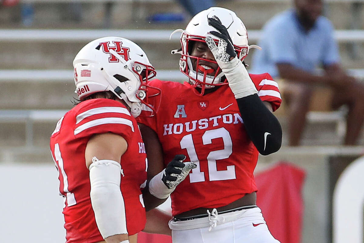 David Anenih (12) and Derek Parish are two of the more experienced UH defensive lineman slated to be back this fall.