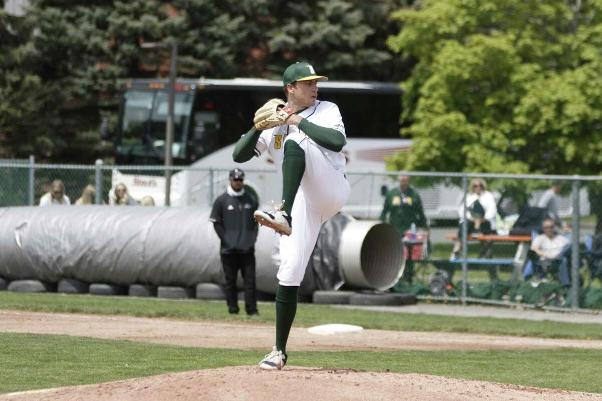 Former Amity standout John Lumpinksi, a sophomore pitcher at Siena, ha been named the MAAC pitcher of the week. Lumpinski has struck out 27 batters in 28.2 innings pitched and is 4-1 with a 1.88 ERA, 1.05 WHIP and a .196 batting average against.