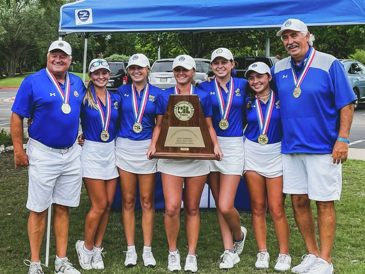 Members of Alamo Heights girls golf team poses with UIL Class 5A girls state championship trophy the Mules won on Tuesday May 11, 2021 at White Wing Golf Club in Georgetown.