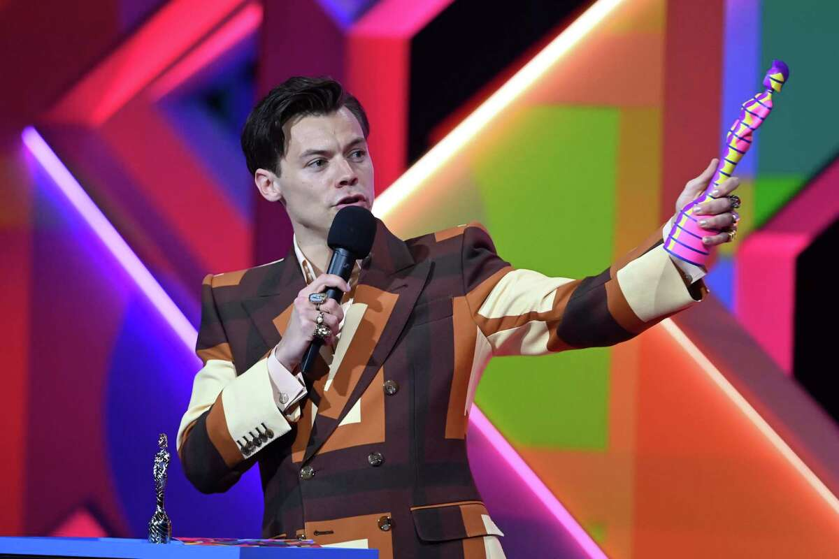 Fans Are Spiraling Over Harry Styles' New Accent: Fans are spiraling over Harry Styles accepting a BRIT Award with an American accent-check out the reactions here.
