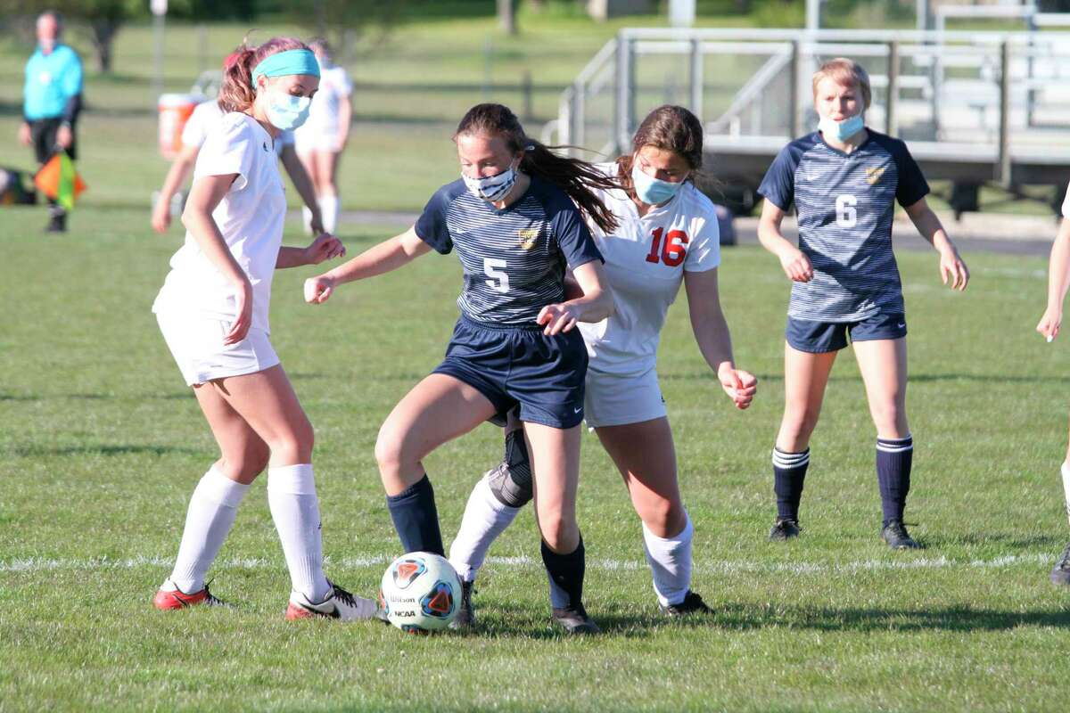 Manistee's Allie Thomas splits a pair of defenders during the Chippewas' victory over Suttons Bay on Wednesday at Chippewa Field. (Dylan Savela/News Advocate)