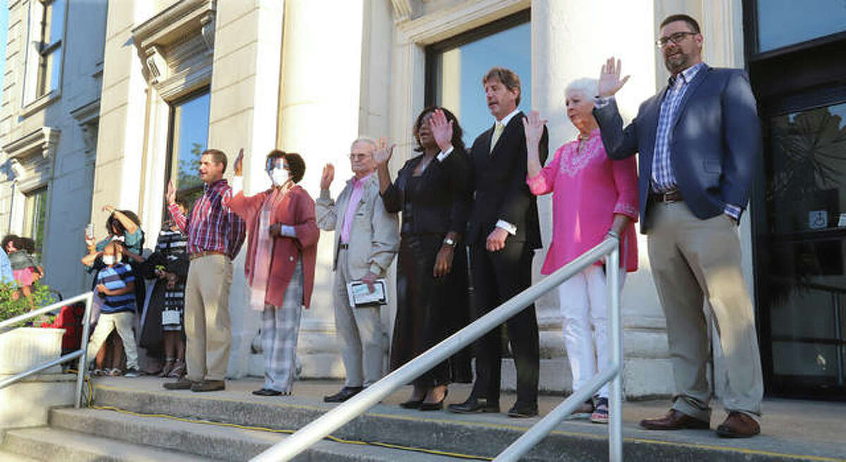 A large crowd gathered outside of Alton City Hall Wednesday night for a swearing in ceremony.