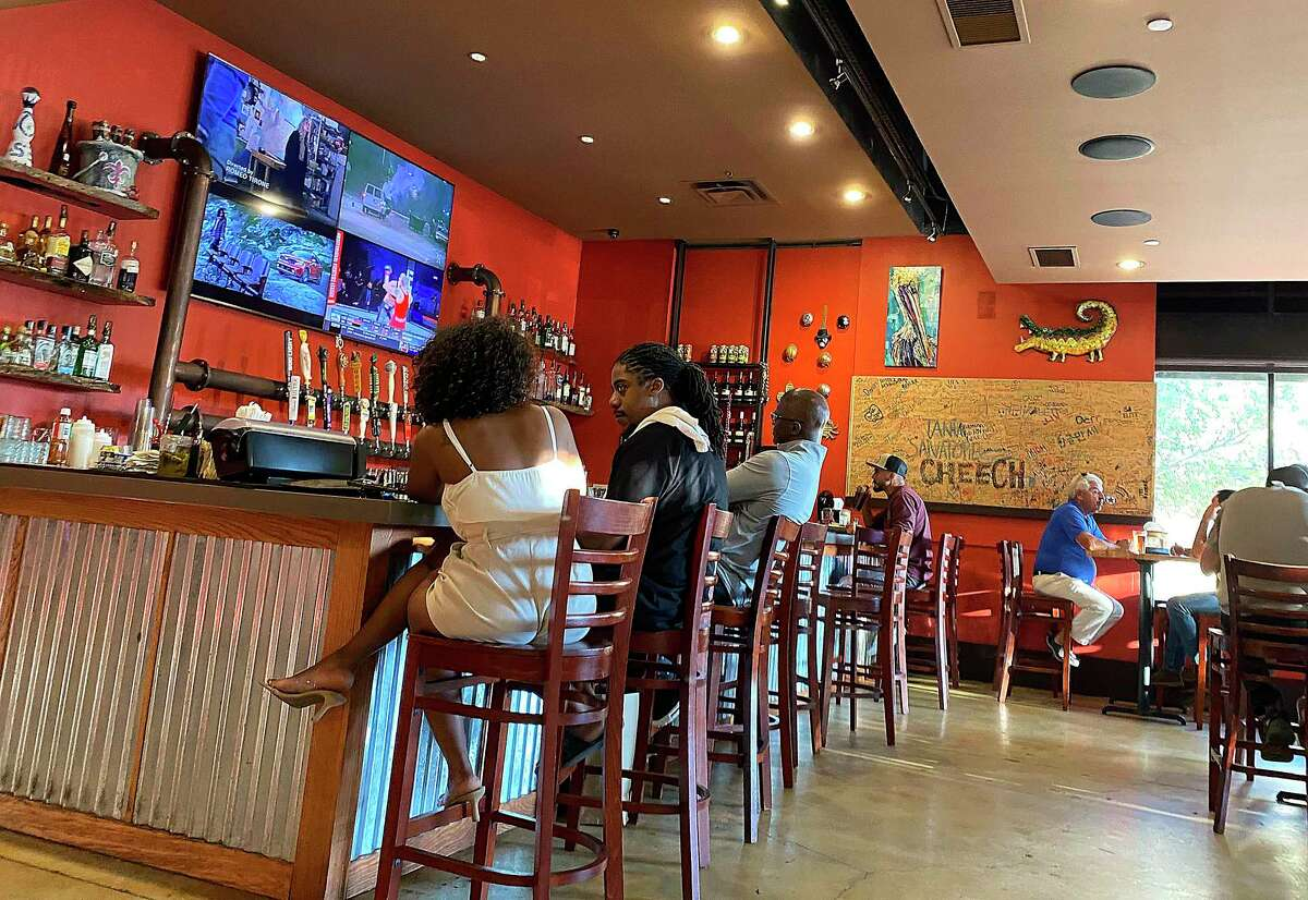 Smashin' Crab in Stone Oak specializes in Southern-style seafood boils, fried seafood and po'boys.